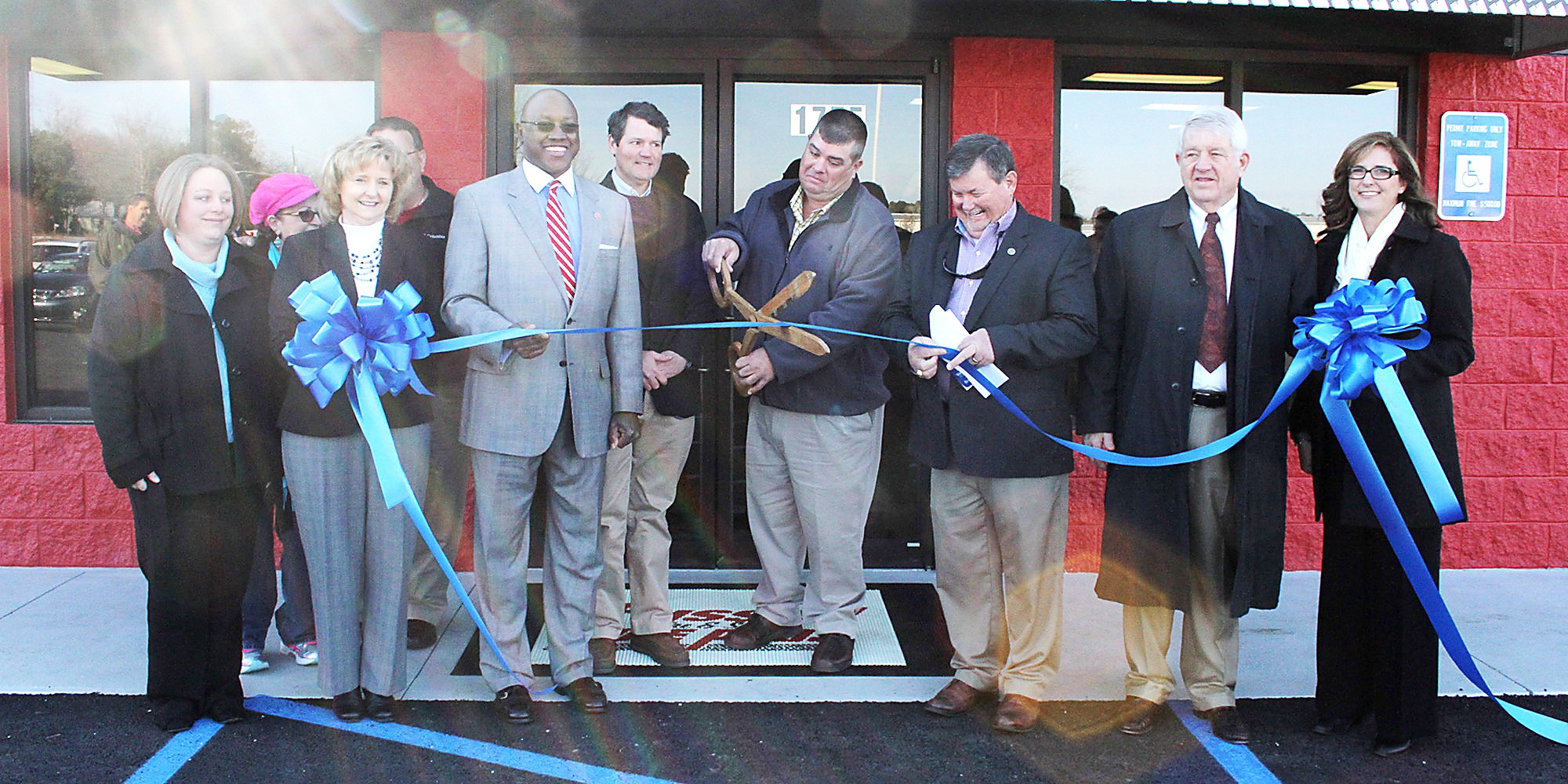 FUSSELL TIRE & SERVICES TIRE PROS CELEBRATES WITH RIBBON CUTTING